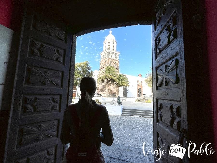 Iglesia de Nuestra Señora de Guadalupe de Teguise desde el museo del Timple