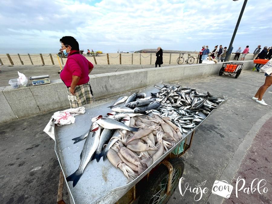 Venta de pescado en el barrio pesquero de Espinho