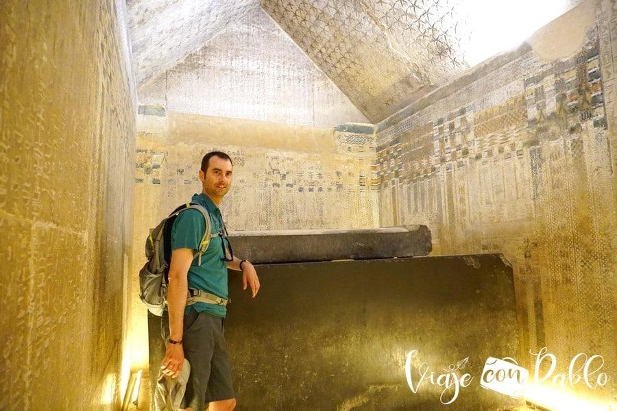 Uno de los sarcófagos del Serapeum visitar Saqqara