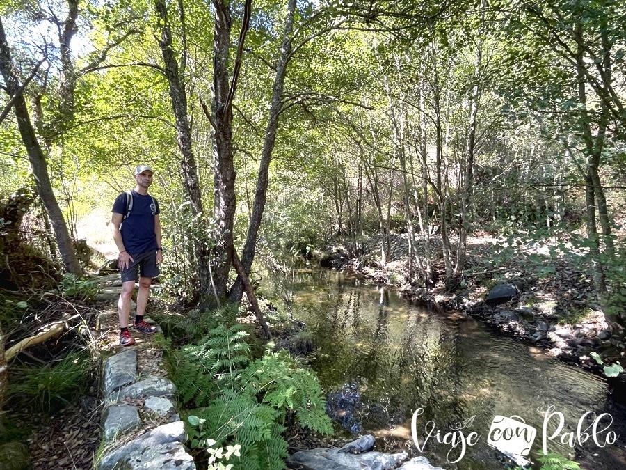 Ruta de senderismo entre las piscinas naturales de Aldeia Ruiva y Malhadal
